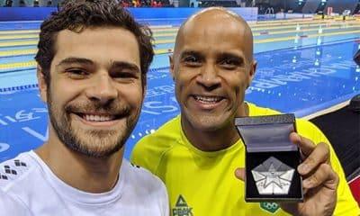Marcelo Chierighini e João Gomes Júnior com as medalhas conquistadas na etapa de Shenzhen da Fina Swim Champions Series de natação
