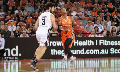 Scott Machado é destaque do Cairns Taipans na NBL contra do Adelaide 36ers