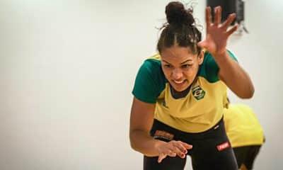 Aline Silva treina no Maria Lenk com a seleção brasileira de wrestling para a seletiva olímpica de Ottawa