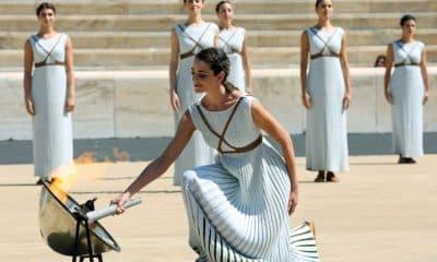 Chama olímpica acesa ensaio Templo de Olimpia
