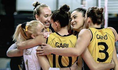 Gabi, em vitória do Vakifbank pelo campeonato da turquia de vôlei