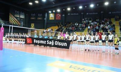 Gabi não entrou em quadra na vitória do Vakifbank sobre o Besiktas (Foto: Divulgação/Vakifbank)