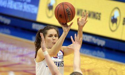 Mariane de Carvalho se destaca na partida do Kansas pela NCAA - Foto: Divulgação/Kansas