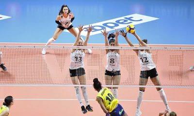 Natália em mais uma vitória do Eczacibasi pelo campeonato turco de vôlei