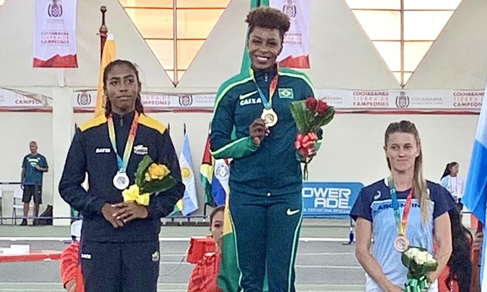 Rosangela Santos conquistou uma das oito medalhas na parte da manhã do primeiro dia do Sul-Americano indoor de atletismo em Cochabamba