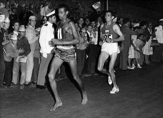 abebe bikila descalço na maratona de roma-1960