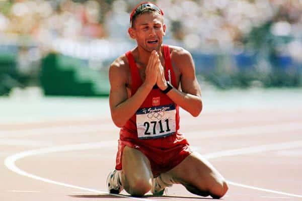 Robert Korzeniowski ganhou a marcha 20km masculina e a 50km também em Sydney jogos olímpicos