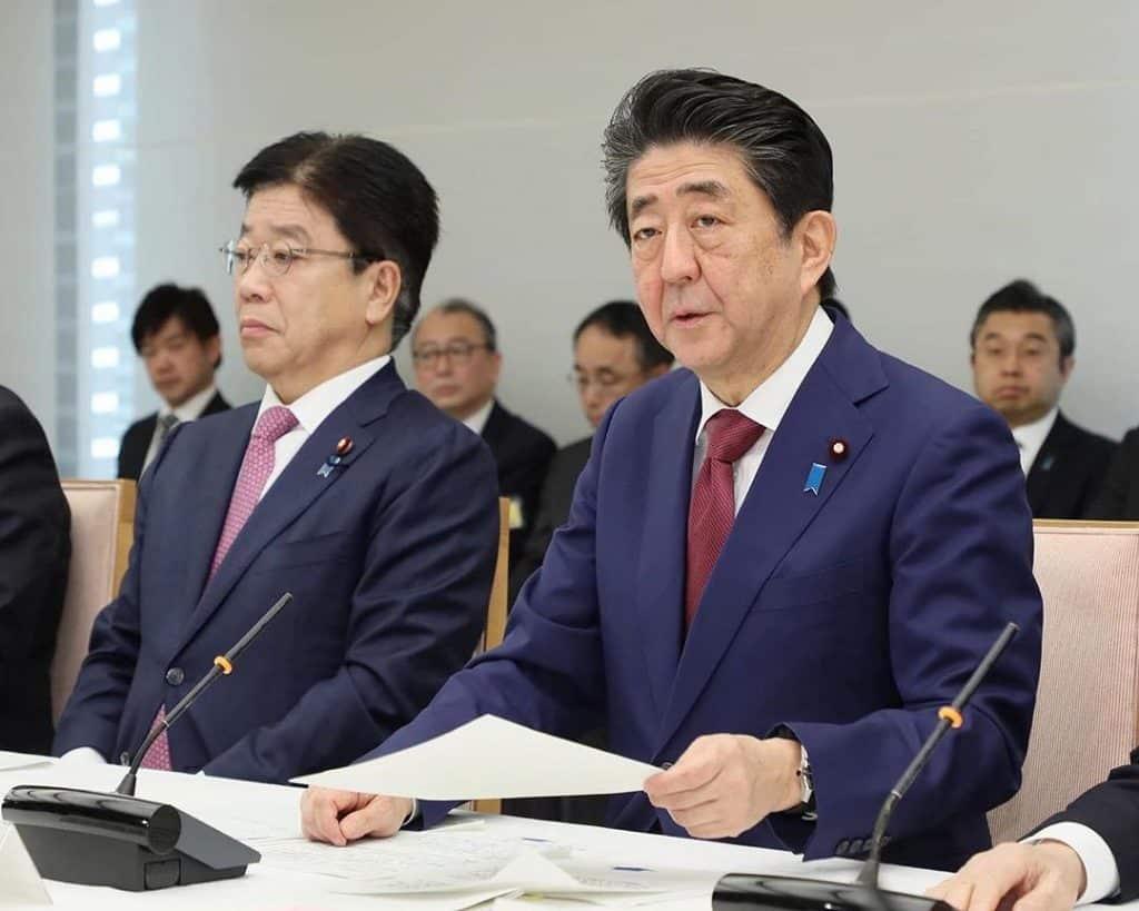 """""""Vamos sediar as Olimpíadas sem problemas, conforme planejado,"""" afirma primeiro-ministro japonês Shinzo Abe coronavírus"""