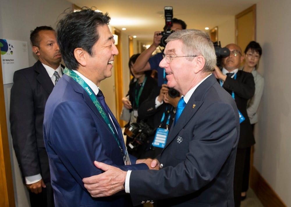 Shinzo Abe e Thomas Bach rio 2016 tóquio 2020 pandemia