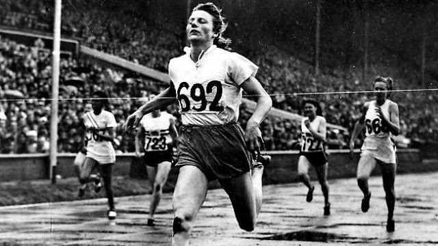 A holandesa Fanny Blankers-Koen foi o o primeiro grande nome feminino do atletismo mundial