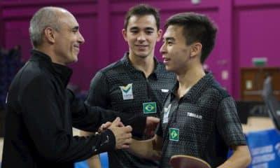 Tênis de mesa brasileiro - Técnico Francisco Arado, o Paco (esq.), Hugo Calderano (centro) e Vitor Ishiy (dir.). Foto: ITTF