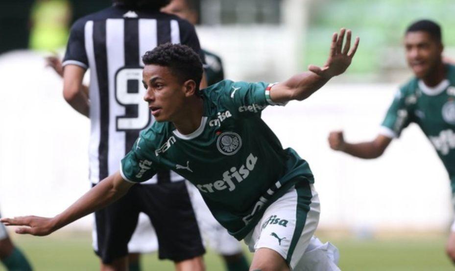 Atacante Giovani foi o destaque da partida, com três gols marcador (Foto: Divulgação/Palmeiras)
