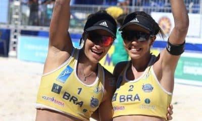 Tainá e Victoria comemoram o título do Sul-Americano de Lima (Foto: Divulgação/CBV)
