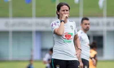 Jéssica Lima, auxiliar técnica da seleção brasileira de futebol feminino sub-20 no sul-americano