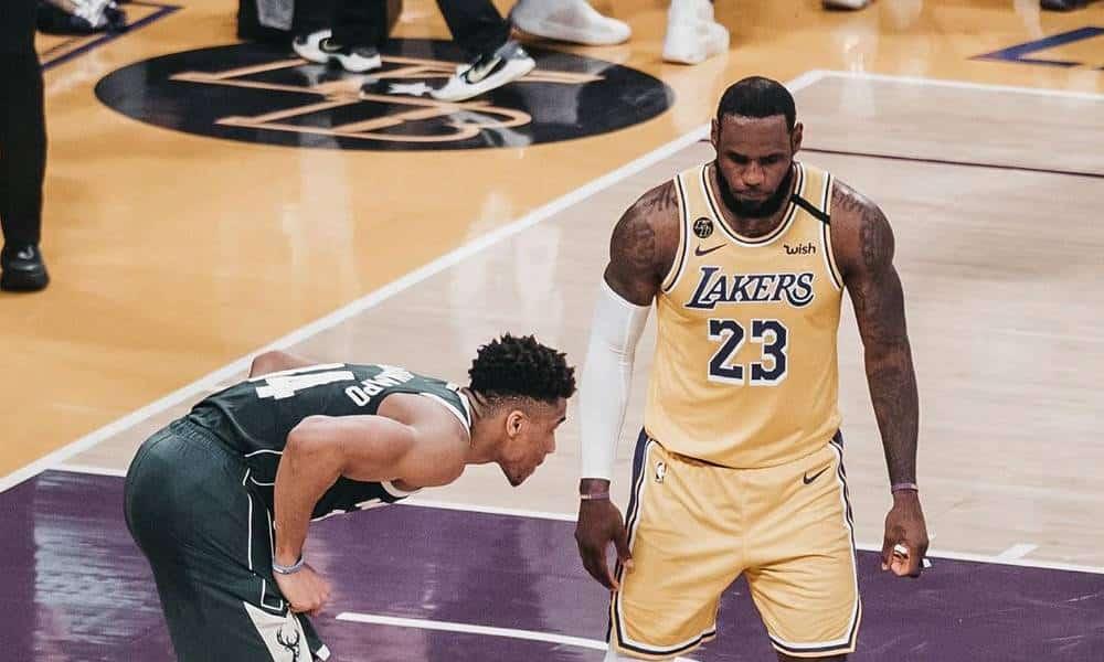 Lebron James diz estar aberto a discutir retorno da NBA