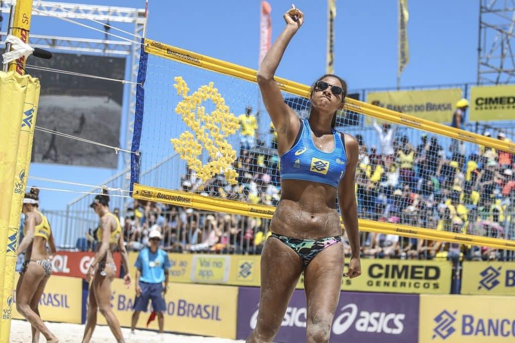Ana Patrícia é uma das revelações do vôlei de praia do Brasil e ao lado de Rebecca Silva vai aos Jogos Olímpicos de Tóquio.
