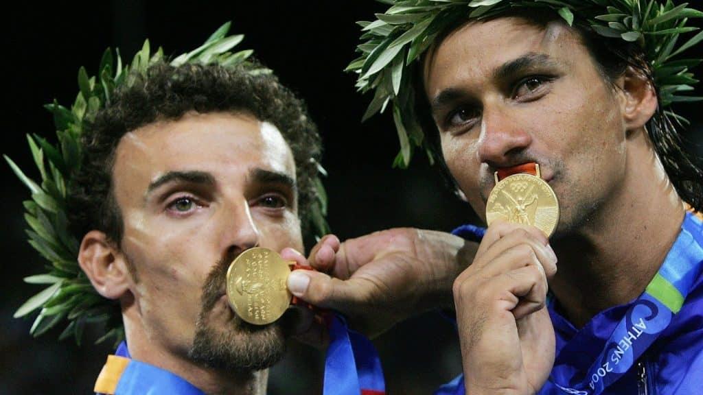 Ricardo vôlei de praia  Emanuel medalhistas de ouro na Olimpíada de Atenas, em 2004
