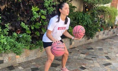 Débora jogadora de basquete