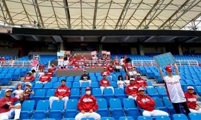 Robôs e manequins do Rakuten Monkeys, time de beisebol de Taiwan, pronto para a estreia em meio à pandemia