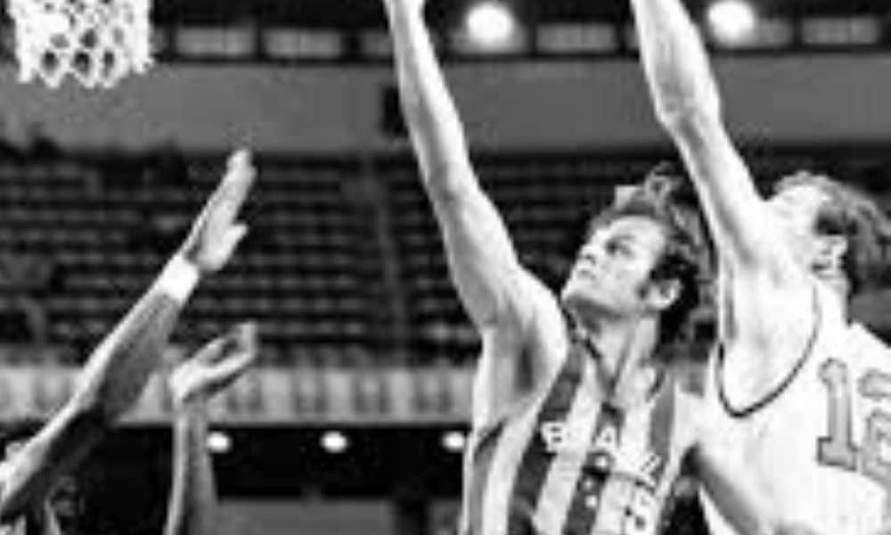 Wlamir Marques foi bicampeão mundial defendendo o basquete brasileiro e está no Hall da Fama do COB porta-bandeira do Brasil nos Jogos Olímpicos