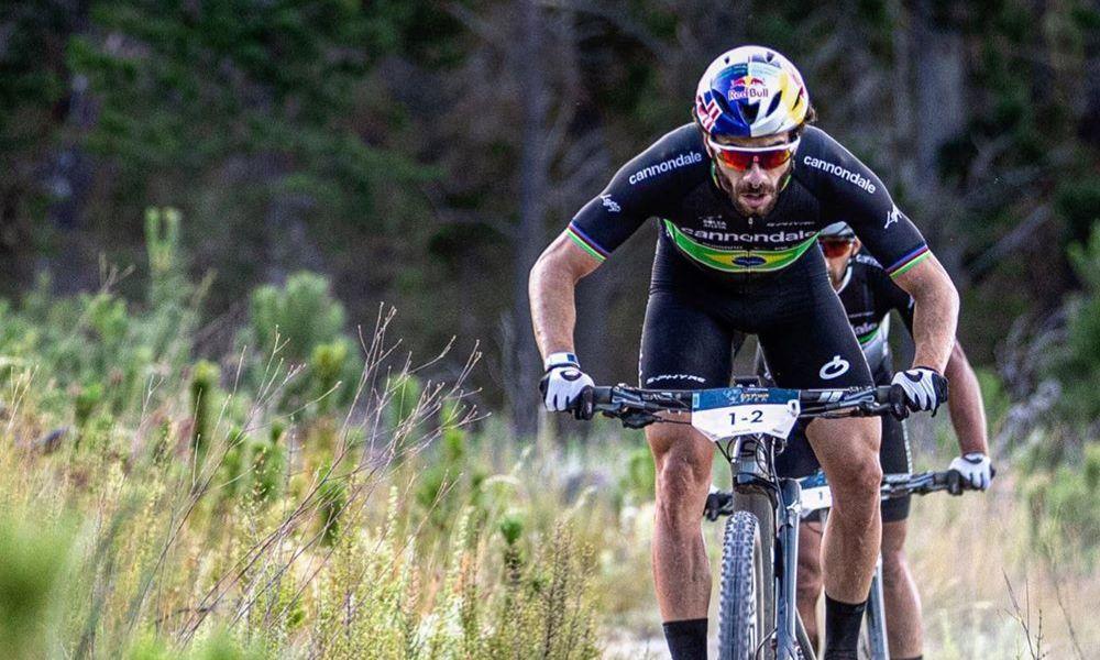 Henrique Avancini do ciclismo mountain bike conver com psicóloga do COB sobre aspecto mental da preparação do atleta