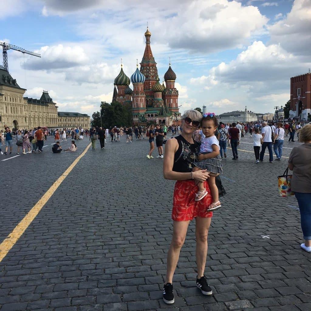 De mudança para Moscou, na Rússia, a ponteira Natália Zílio tira dúvidas sobre o país com Chana Masson, uma das poucas brasileiras que atua na capital russa CSKA Moscou