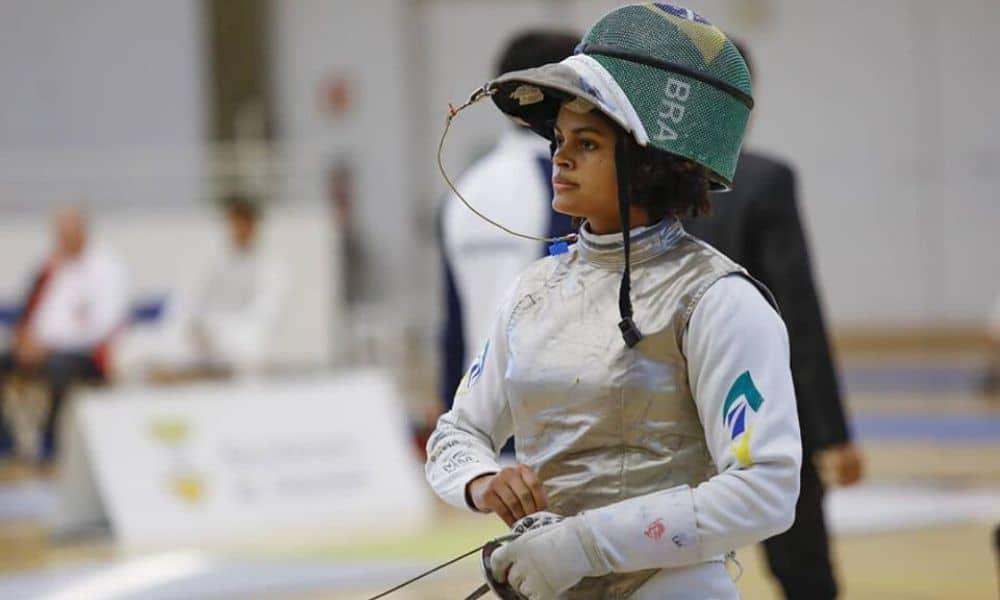Bia Bulcão celebra nova classificação olímpica da esgrima para tóquio 2020