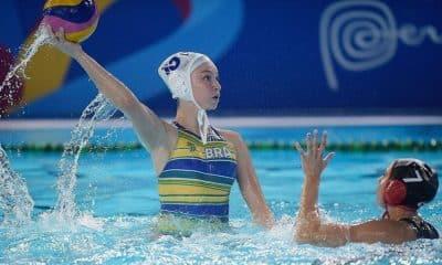 Viviane Bahia em ação pela seleção de polo aquático feminino