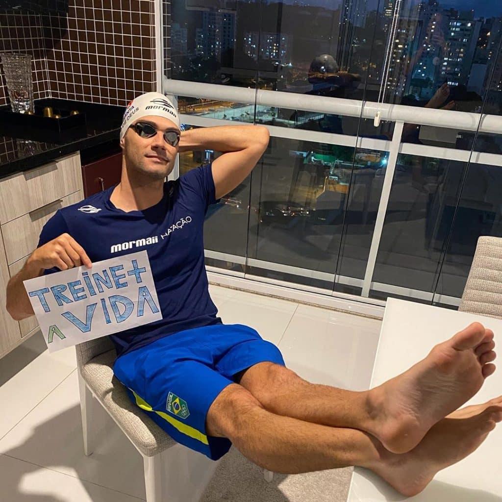 O nadador Léo de Deus quer ir a Olimpíada do Japão buscar a medalha que lhe falta em sua carreira na natação. Para isso, terá que bater o japonês Daiya Seto borboleta