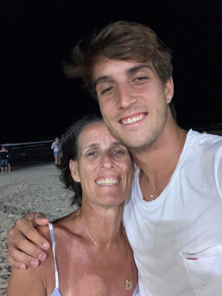 Felipe Meligeni com a mãe Paula
