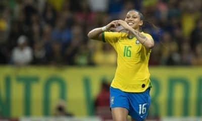 Em jogo único de FIFA 20, Bia Zaneratto mostrou desenvoltura no eSports, controlou a seleção brasileira e venceu a espanhola Sheila Garcia por 5 a 1