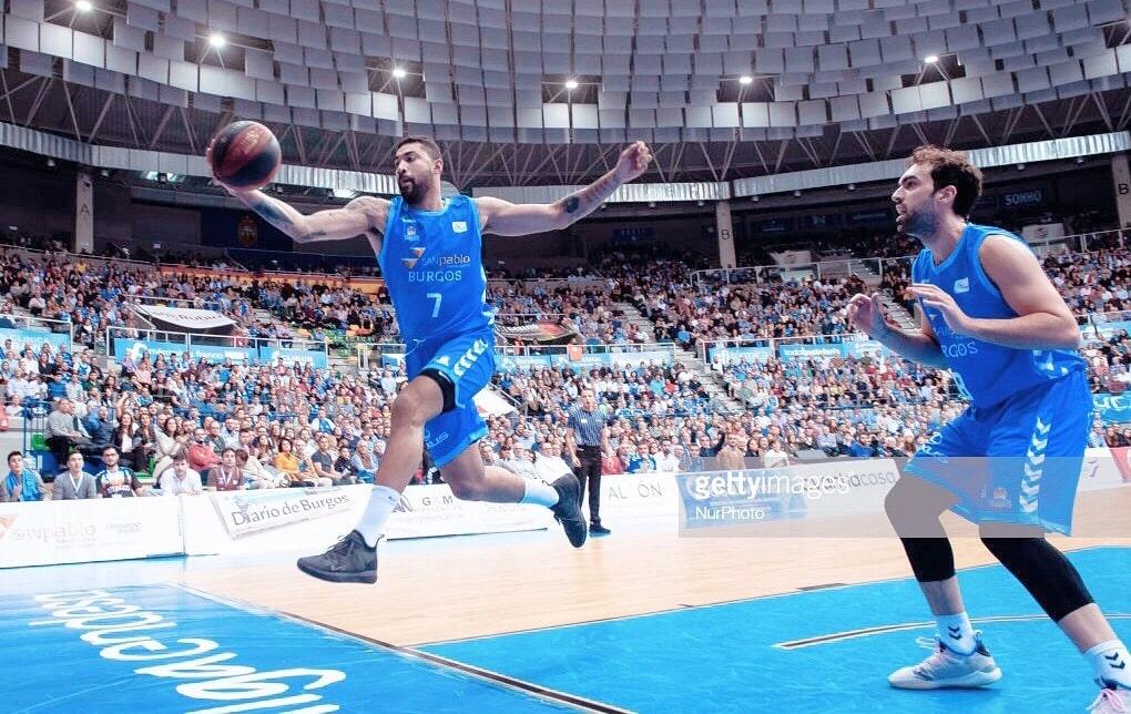 Com 3 derrotas na fase final da Liga ACB e sem chance de ir às semis, o Iberostar Tenerife poupou os titulares e perdeu outra; Huertas não entrou em quadra