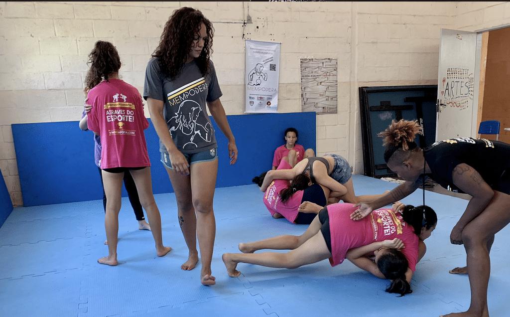 Tentando voltar ao 'novo normal, o MEMPODERA, projeto social fundado por Aline Silva que busca o empoderamento feminino, pede ajuda contra o coronavírus