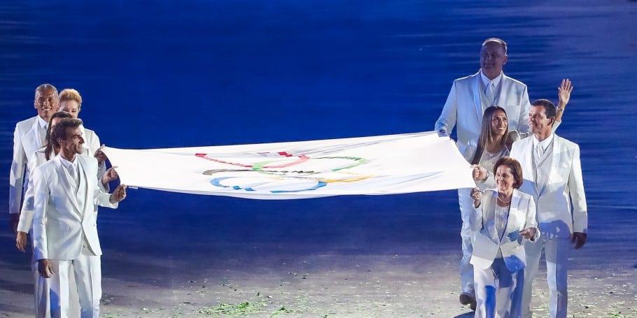 bandeira olímpica na rio 2016