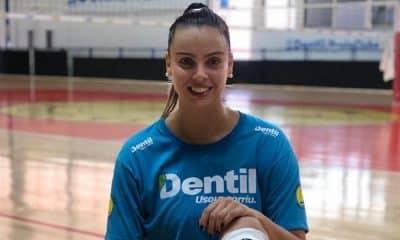 Anada Marinho deixa o Praia Clube