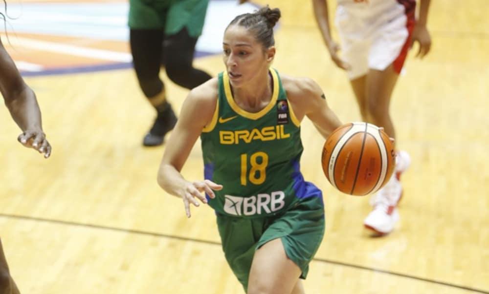 A armadora Débora Costa, titular da seleção brasileira, será jogadora do Luleå Basket, da Suécia, a partir de setembro. No entanto, o futuro dela poderia ser outro se a pandemia de coronavírus não tivesse acontecido. Em live no Instagram da CBB (Confederação Brasileira de Basquete), o empresário Fábio Jardine, que trabalha com atletas do basquete feminino, revelou sondagens de duas equipes da WNBA