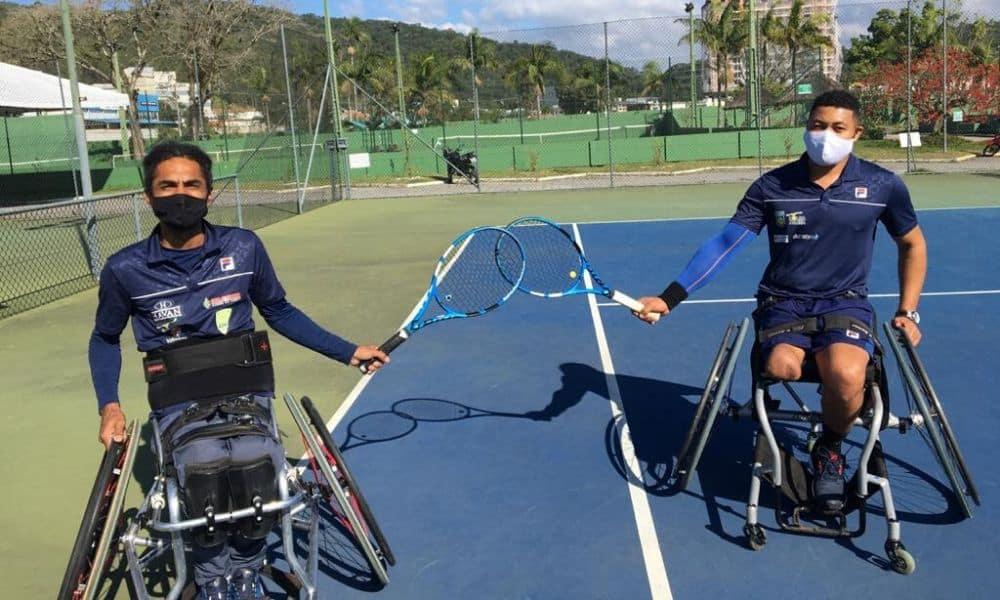 Atletas tênis em cadeira de rodas voltam aos treinos