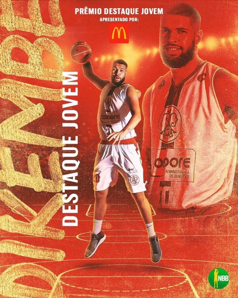 O pivô Dikembe da Silva é o novo jogador do Zopone Bauru Basket. Pelo Paulistano, o atleta foi eleito como o destaque jovem da temporada 2019/20 do NBB