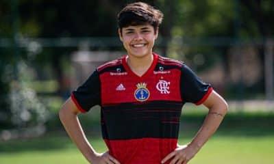 """Larissa """"Baiano"""" Carvalho sobe da base para o profissional do Flamengo"""