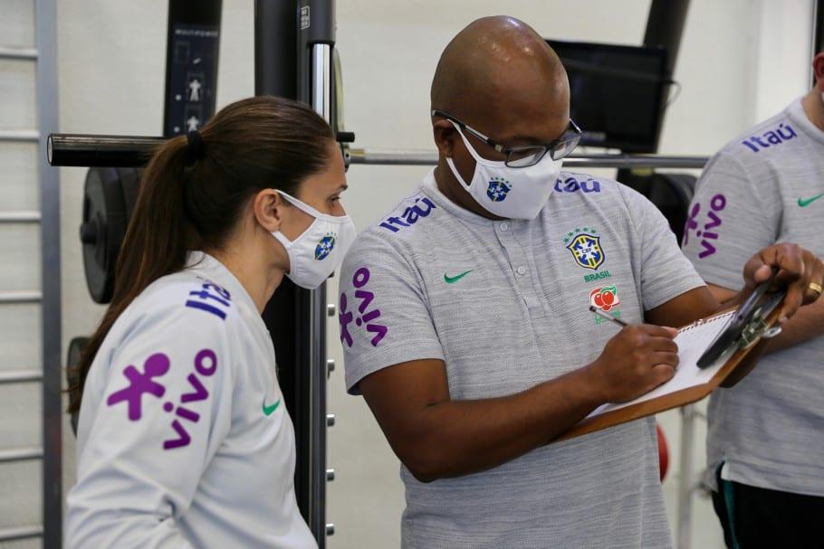 Atletas tem realizado testes físicos antes de retomada no campo