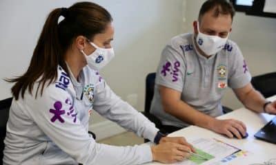 Seleção Feminina Sub-17, comandada por Simone Jatobá, faz testes físicos no Centro de Excelência