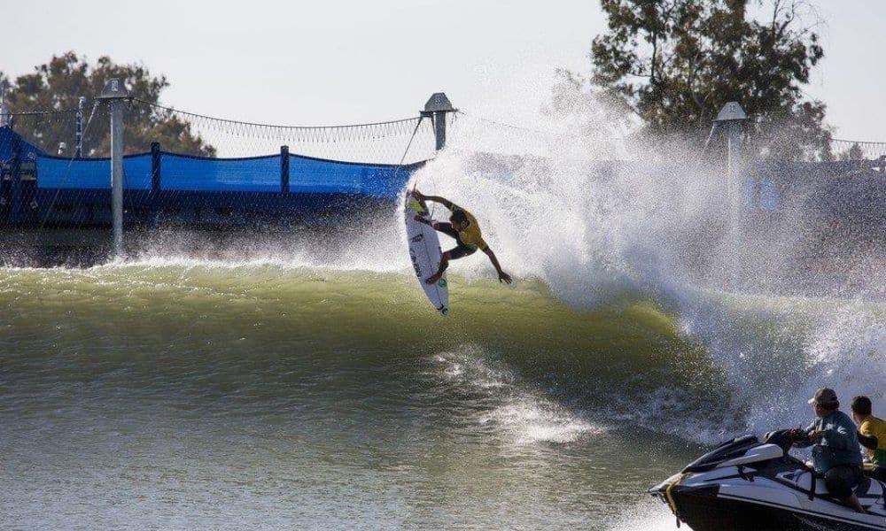 Filipe Toledo arrasando no Surf Ranch surfe