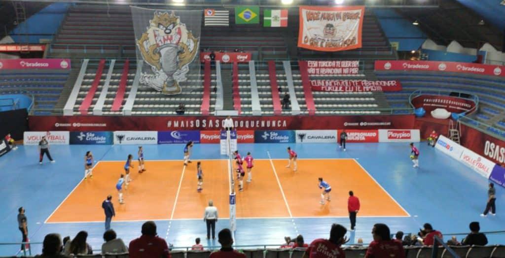Na estreia do Campeonato Paulista feminino de vôlei, o Osasco Audax venceu com facilidade o São Caetano por 3 sets a 0 (25/14, 25/11 e 25/9).
