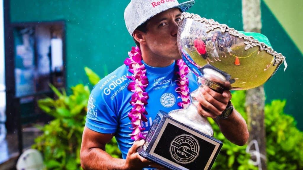 O campeão mundial Adriano de Souza, também conhecido como Mineirinho, declarou que fará sua última temporada do Circuito Mundial de Surfe em 2020/21