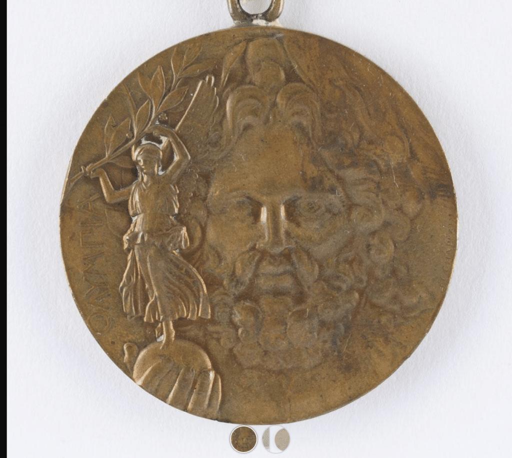Uma medalha dos Jogos Olímpicos de 1896 foi leiloada por cerca de R$345 mil; relíquia pertenceu a Georgios Tsitas, segundo colocado na luta-grego romana