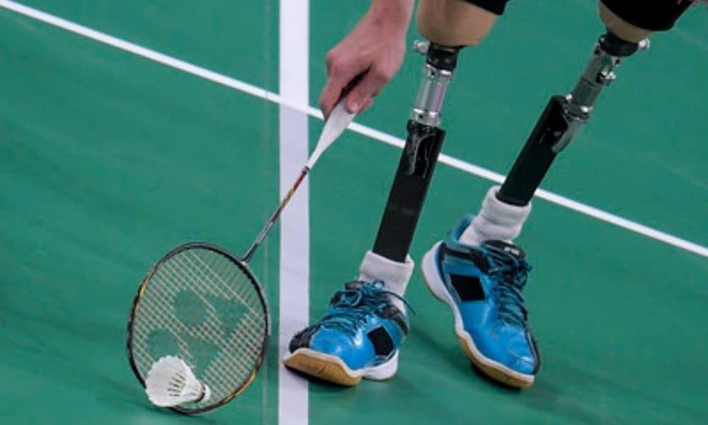 paralímpico  badminton prótese