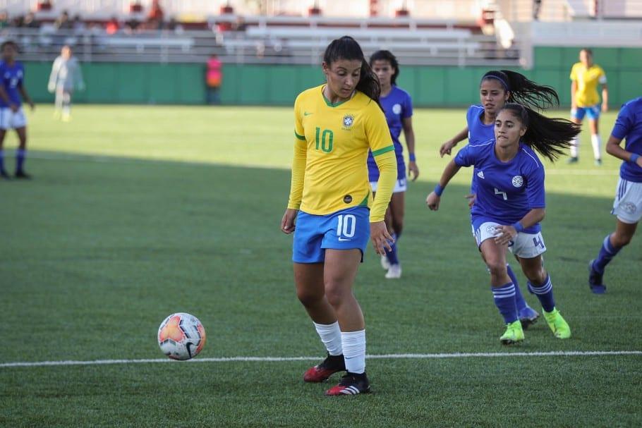 Com apenas 19 anos de idade, Duda, do Cruzeiro, foi convocada para a Seleção Feminina de futebol pelo , pela primeira vez