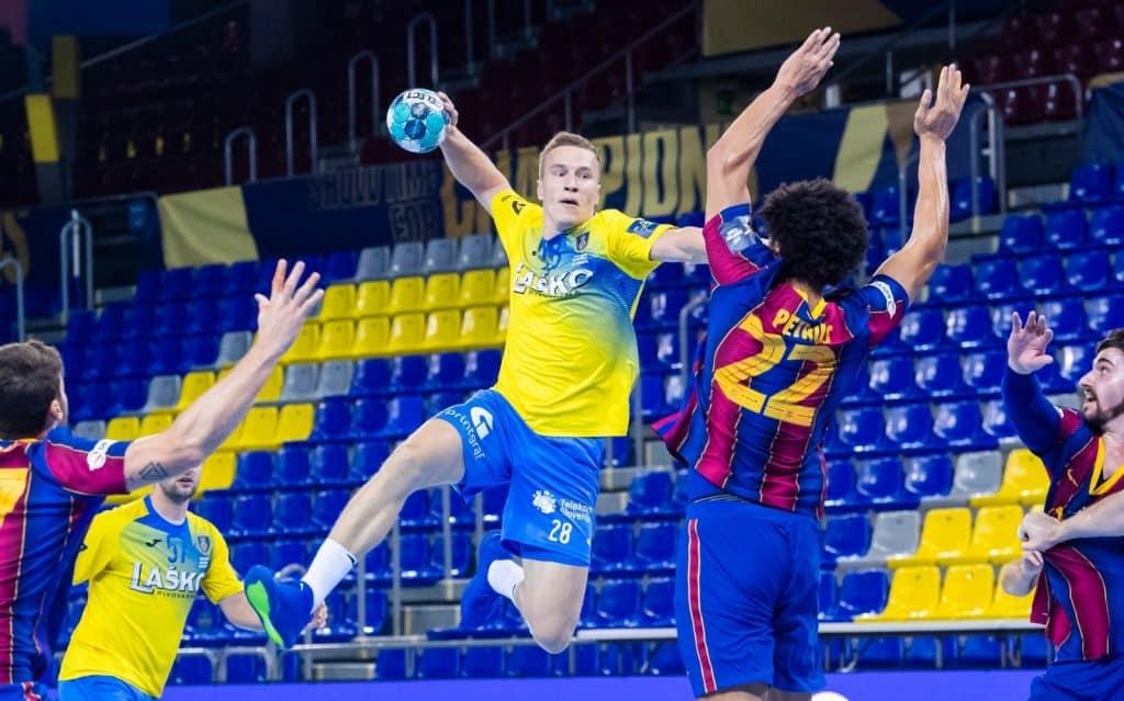 Thiago Petrus é um dos pilares defensivos do Barcelona Champions de Handebol Haniel Langaro