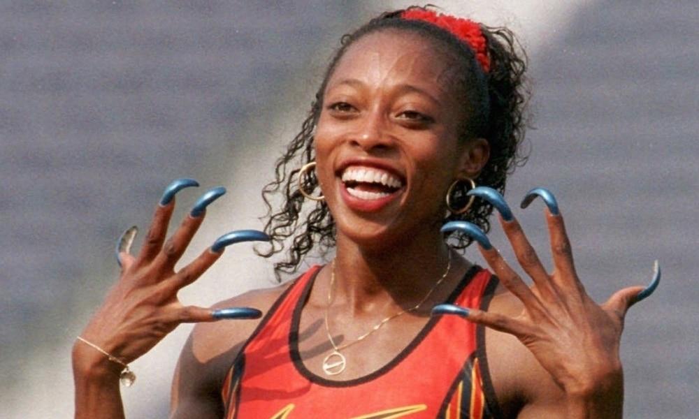 Carisma, simpatia e longas unhas: a marca registrada de Gail Devers (Reprodução / Edesporto) - atletismo, Jogos Olímpicos