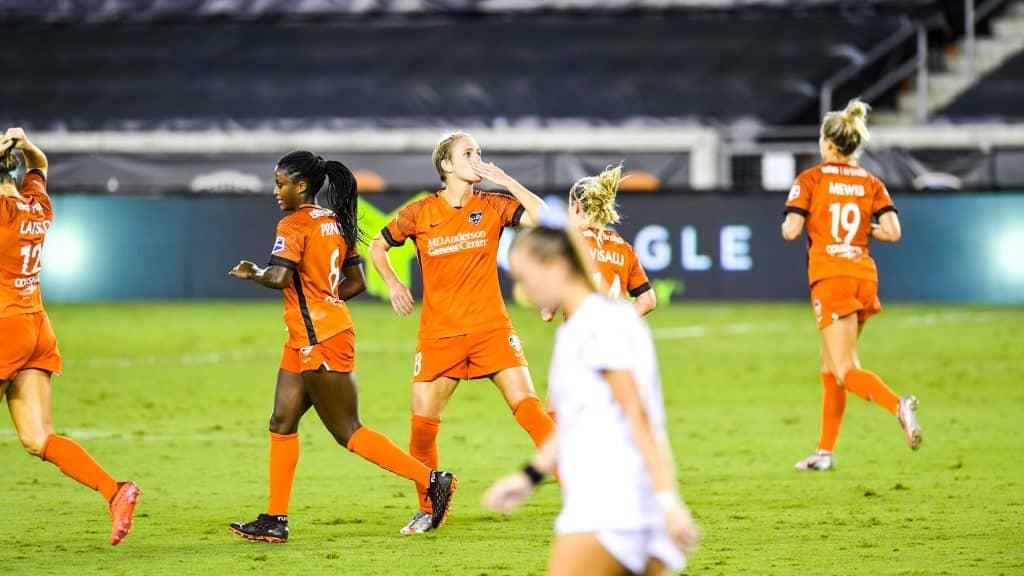 Pela NWSL (Liga de futebol americano feminino dos EUA), o Houston Dash dominou o Orlando Pride, de Marta, e venceu por 3 a 1